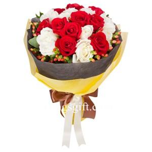 White Red Romance Two Dozen Rose to Taiwan