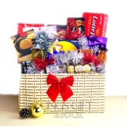 Christmas Classic Deluxe Holiday Basket